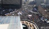 朴槿惠上台4周年 万人上街倡弹劾