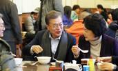 文在寅夫妇与北京市民吃早餐