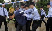 老赖霸占厂房 合肥150余名警察强制清场