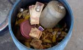 委内瑞拉:钞票如废纸般被扔掉