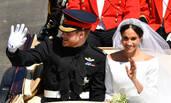 哈里梅根婚礼后坐马车巡游温莎
