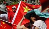 数百华人自发在美国游行
