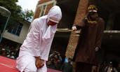 印尼多名男女因婚外情当众接受鞭刑