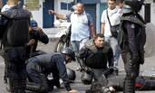 委内瑞拉爆发反政府示威 学生开车碾压警察