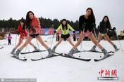 众美女光腿滑雪热辣抢眼