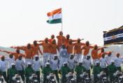 印度建军70年阅兵 秀摩托车技