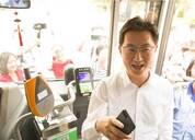 科技早茶:iPhone 8今日预售 马化腾扫码乘坐公交车
