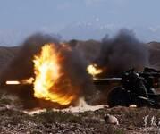 炮火连天映军容:新疆炮兵团152毫米加榴炮平射