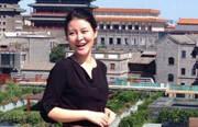 据悉,黄宏女儿名叫黄兆函,小名黄豆豆,已经是21岁的大姑娘了,就读于中国传媒大学播音主持专业。