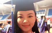 李湘在个人微博晒出一张身穿硕士服的自拍照,2010年起到对外经济贸易大学现代影视传媒管理专业攻读EMBA。