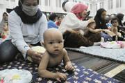 印尼300萌娃参加接受集体按摩 期望改善成长条件