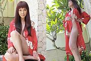 48岁台女星丁国琳穿浴袍自拍
