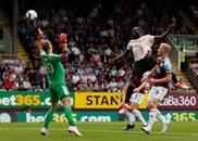 英超-卢卡库梅开二度博格巴失点 曼联2-0伯恩利近三轮首胜