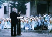 千年学府的世纪乡愁:余光中十八年前雨中演讲