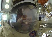 俄宇航员太空行走创纪录 但却在最后时刻装错天线!