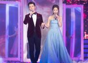 视频:黄晓明 林心如牵手演唱《深情相拥》