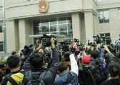 王宝强离婚案引媒体大战 现场有记者受伤