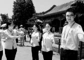 北京市属公园将增加百余名外语服务志愿者