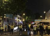 伦敦货车撞人事件目击者:他们是故意撞向人群的