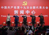 """外媒:解放军代表记者会人气""""爆棚"""" 快门不断"""