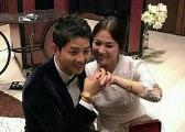 双宋夫妇婚宴上照片曝光 手上情侣金镯子好抢眼