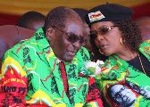 英媒:穆加贝坚持工作到任期届满 同妻子被软禁在家