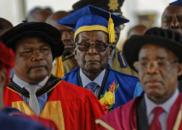 遭津巴布韦军方扣留后 穆加贝首次在公开场合露面