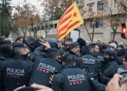 西班牙政府强搬加泰地区文物 警民冲突对峙8小时