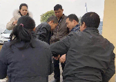 萍乡:镇民政所所长路遇村民落水 奋不顾身救人
