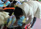 萍乡孝顺养女照顾重病养母4年 称嫁人也要带上妈