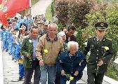 宜黄109岁老人率全家六代人 坚持为烈士扫墓数十年