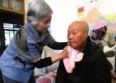 新余70岁老太20年如一日照顾瘫痪老伴,不离不弃