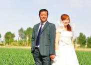 暖!大学生为205对农村中老年夫妇补拍婚纱照