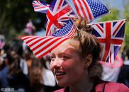 美国学生庆祝哈里王子娶了美国媳妇