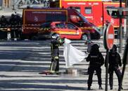 法国巴黎汽车冲撞宪兵车辆 官方定性为恐袭