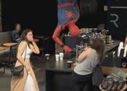 买咖啡能遇到小蜘蛛侠?荷兰弟现身星巴克惊到路人