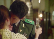 视频:太阳后裔双宋夫妇初次接吻,原来是他主动的啊