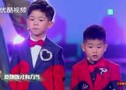 视频:安吉和小鱼儿呆萌开唱!两个孩子一脸懵,太逗了!