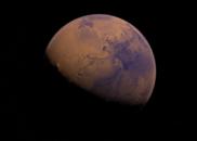 探测器传回惊人图像,火星表面发生壮观雪崩?NASA称无法解释