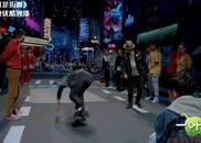 视频:Bboy上道具 ,轮滑小哥自费买地毯参赛!