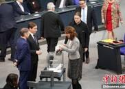 默克尔正式获选连任总理现场