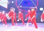 这!就是街舞:超燃小孩街舞,动作娴熟配合度极强!