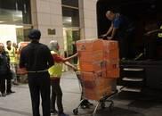 大马前总理纳吉布3处公寓被查 名包现金等装满5卡车