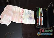 分宜:超市女员工捡到1.1万元 立刻报警归还失主