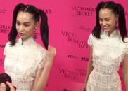 视频:水原希子双马尾亮相维密红毯 现场大秀中文送上飞吻
