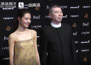 视频:冯小刚携新晋女郎出席红毯 钟楚曦入围最佳新人