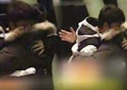 视频:贾乃亮被拍深夜买醉 扑到友人身上寻求爱的抱抱