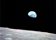月球上的水不是普通水 可喝可用作火箭燃料