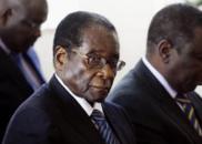 津巴布韦官员:人民接受军方介入 是真厌倦了穆加贝