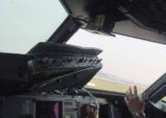 机长讲航班迫降过程:一声巨响 副驾飞出一半